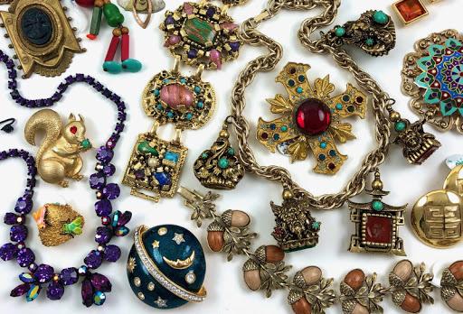 Periode Sejarah Gaya dan Tren Perhiasan